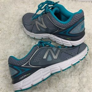 New Balance 773 Women's W560V6 Running Shoe size 9
